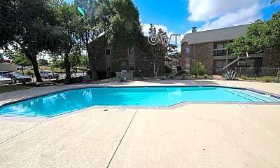 Pool, 1500 S Ih35, 1