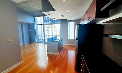 44 Peachtree Pl NW, 1