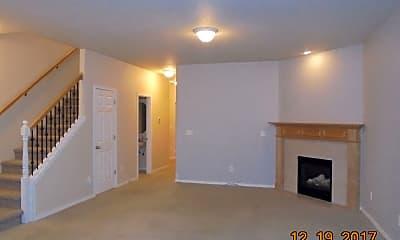 Living Room, 736 Little Oak St, 1