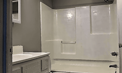 Bathroom, 928 Greenwood Ave, 2