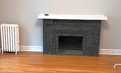 Living Room, 5608 N Kenmore Ave 3, 1