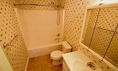 Bathroom, 1328 E Manchester Rd, 2