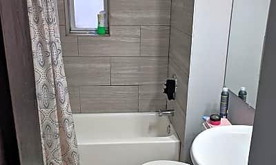 Bathroom, 5231 S Michigan Ave 3N, 2