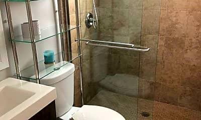 Bathroom, 532 4th Ave S 2, 2