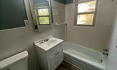 Bathroom, 1807 E 3rd St, 1