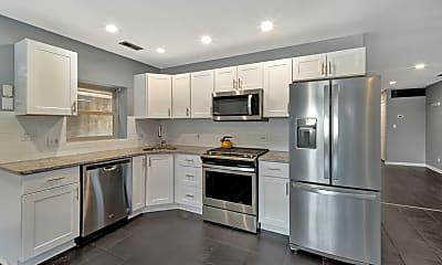 Kitchen, 1327 W Walton St 1, 1