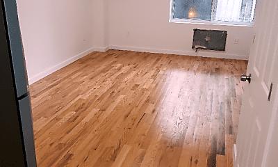 Living Room, 2245 Creston Ave, 2