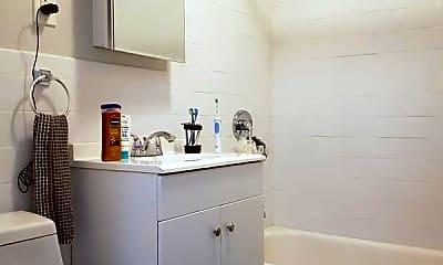 Bathroom, 43 Underhill Ave, 2