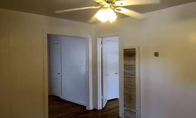 Bedroom, 503 W 1st St, 1