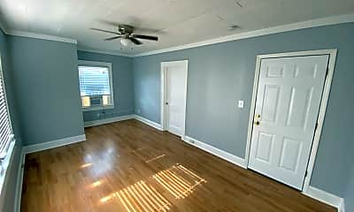 Living Room, 126 S Beaumont Ave, 1