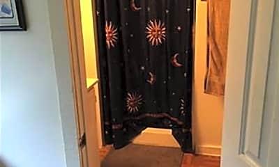 Bathroom, 715 N 10th St, 2