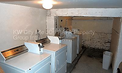 Bathroom, 211 Washington St, 2