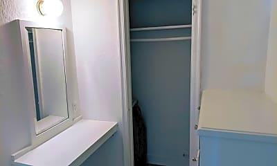 Bathroom, 5870 Franklin Ave, 1