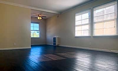 Living Room, 5920 Melrose Ave, 2