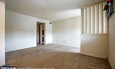 Living Room, 4544 Nicholas St, 1
