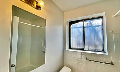 Bathroom, 1627 Geneva St, 2