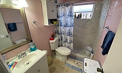 Bathroom, 3137 SW 26th St 1, 2