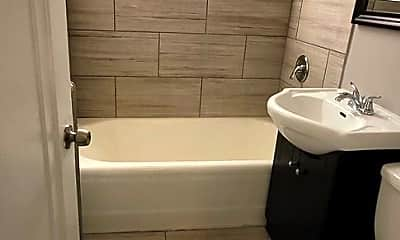 Bathroom, 2909 E 78th St, 2