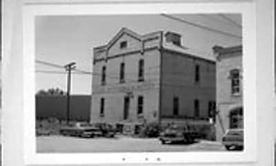 Building, 401 W Fulton St, 2