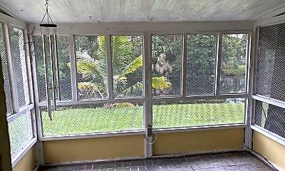Patio / Deck, 202 Sparrow Dr 1, 2