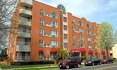 Building, 205 Mineola Blvd 5J, 0