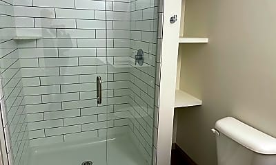 Bathroom, 2806 Woodburn Ave, 2