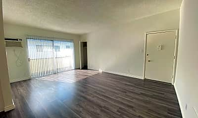 Living Room, 3326 Keystone Av, 1