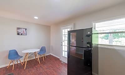 Room for Rent -  a 12 minute walk to bus 196, 1