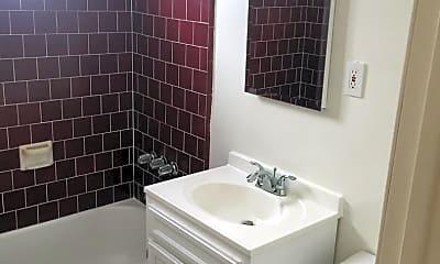 Bathroom, 907 Manhattan Ave, 2