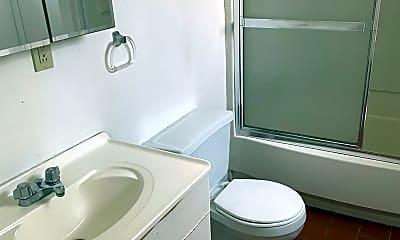 Bathroom, 430 S Fairmount St, 2