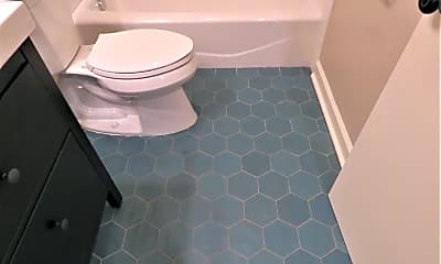 Bathroom, 516 E 8th St, 2