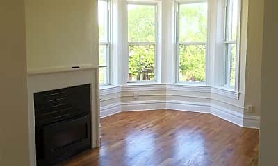 Living Room, 1458 N Maplewood Ave, 1