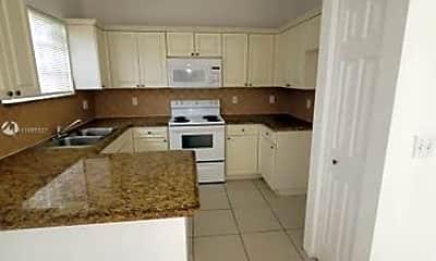 Kitchen, 2711 NE 4th St, 1