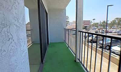 Living Room, 4595 California Ave, 2