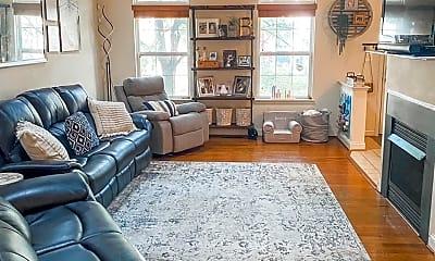 Living Room, 906 Havencrest St, 1