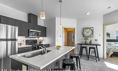 Living Room, 630 NW Kingwood Ave, 2