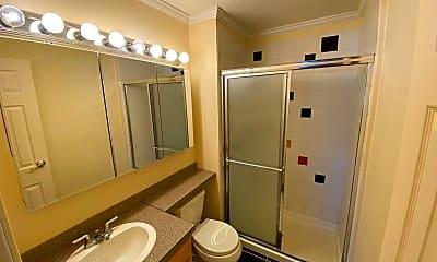 Bathroom, 6800 E Tennessee Ave, 2