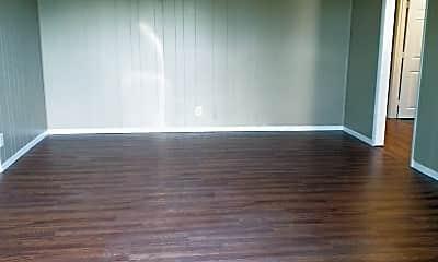 Living Room, 506 Lakeside St, 1