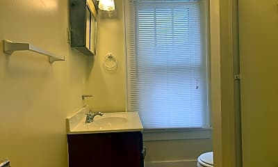 Bathroom, 132 Lorentz St, 2