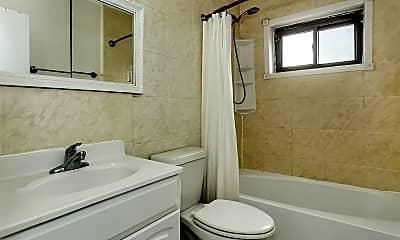 Bathroom, 21-32 Hoyt Ave S, 2