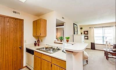 Kitchen, Bear Pointe Apartments, 1
