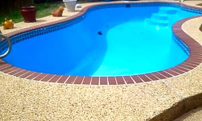 Pool, 411 Juniper Cir, 1
