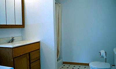 Bathroom, 527 Wilson St, 1