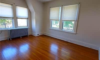 Living Room, 101-19 Ascan Ave, 2