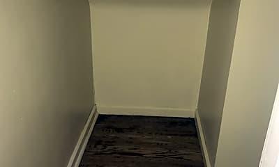 Bathroom, 5041 Lindenwood Ave, 2