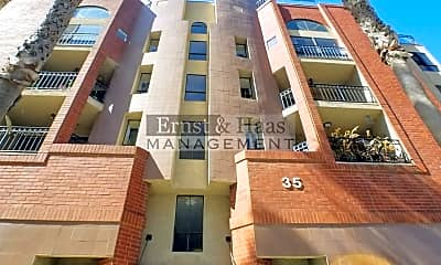 Building, 35 Linden Ave, 0
