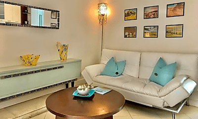 Living Room, 901 NE 90th St, 2