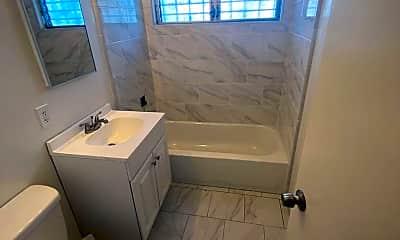 Bathroom, 204 E 28th St, 1