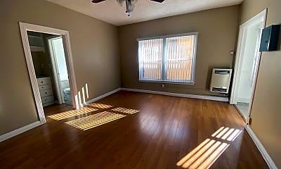 Bedroom, 318 S Commonwealth Ave, 1