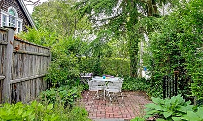 Patio / Deck, 83 3rd St, 2
